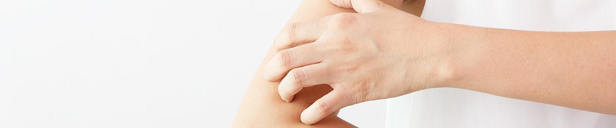 Démangeaisons de la peau : causes et sensation