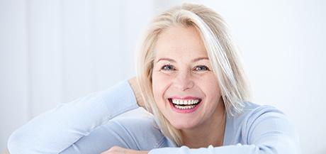 Peau sèche fragilisée par l'âge, les effets de l'âge sur la peau